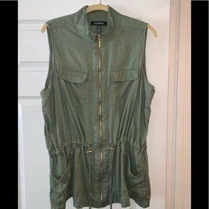 Sleeveless linen jacket